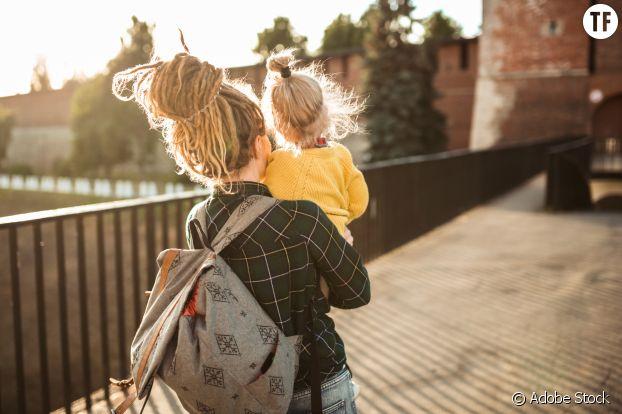 Mère célibataire avec son enfant