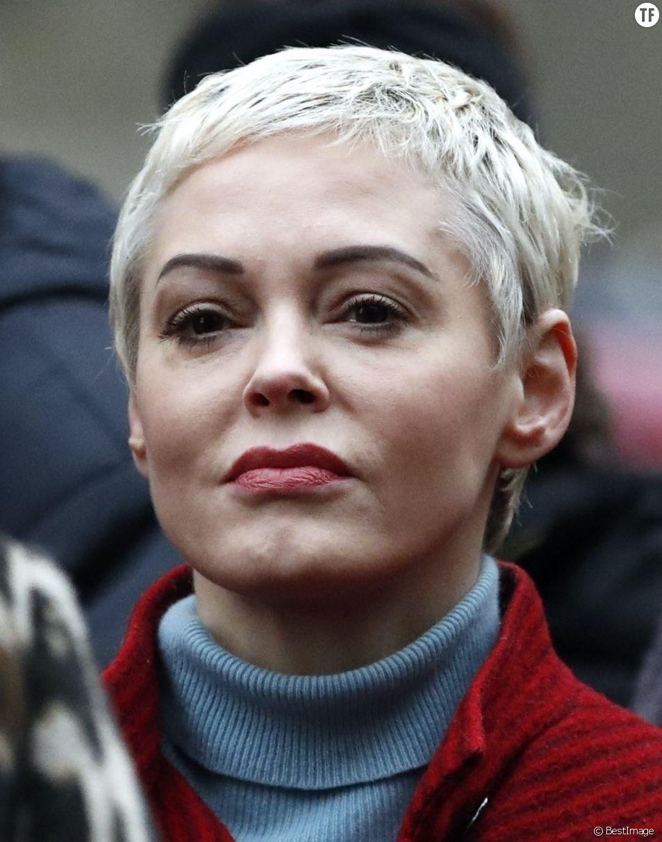 Rose McGowan après la conférence de presse du procès pour viols et agressions sexuelles d'Harvey Weinstein le 6 janvier 2020.