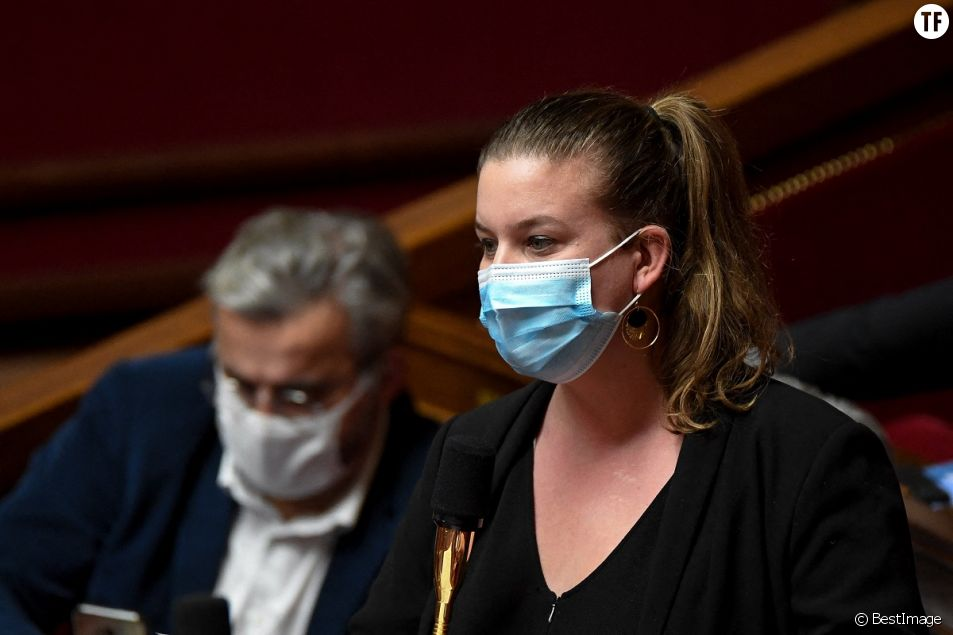 Mathilde Panot lors d'une séance de questions au gouvernement à l'Assemblée Nationale à Paris le 8 décembre 2020