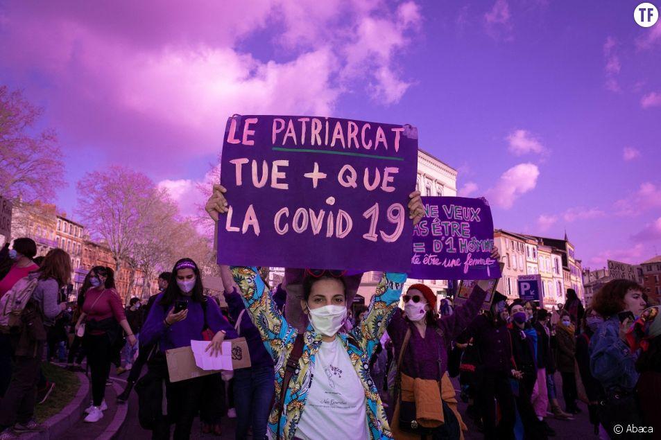 Des milliers de personnes descendent dans la rue à Toulouse, dans le sud de la France, le 8 mars 2021, pour défendre les droits des femmes.