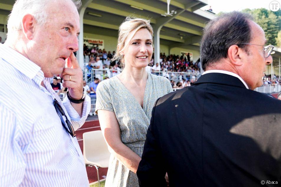 Julie Gayet avec François Hollande lors d'un match amical de rugby à Tulle, le 13 août 2021