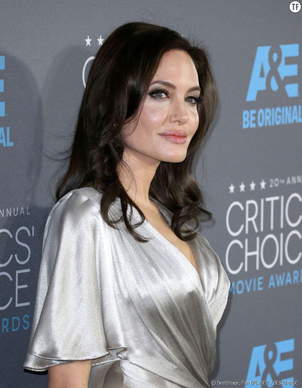 """Angelina Jolie a reçu le prix de la meilleure """"méchante"""" pour son rôle dans """"Maléfique""""."""