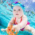 Un bébé nageur.