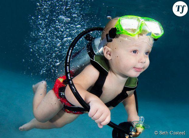 Le photographe livre une série de clichés de bébés nageurs pour sensibiliser sur les risques de noyade chez les plus jeunes.