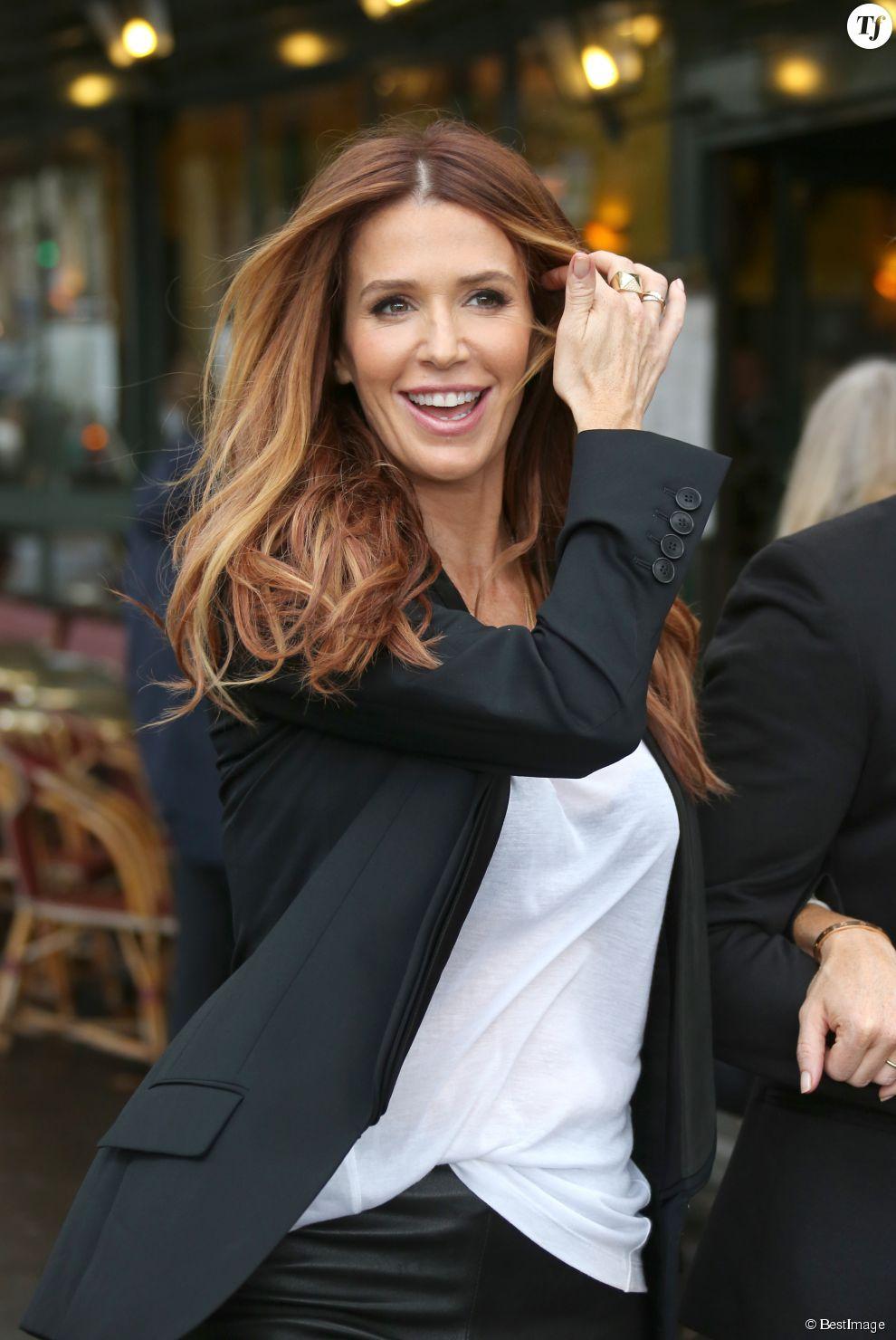 """Poppy Montgomery a fait un shooting photo dans le cafe """"Grand Corona"""" place de l'Alma a Paris. Elle est en promotion pour TF1 de la serie """"Unforgettable"""". Le 24 septembre 2012"""
