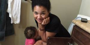 Cette photo d'une maman allaitant aux toilettes fait le (bad) buzz