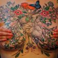 David Allen réalise des tatouages impressionnants pour les femmes qui souhaitent embellir leur corps après une mastectomie.