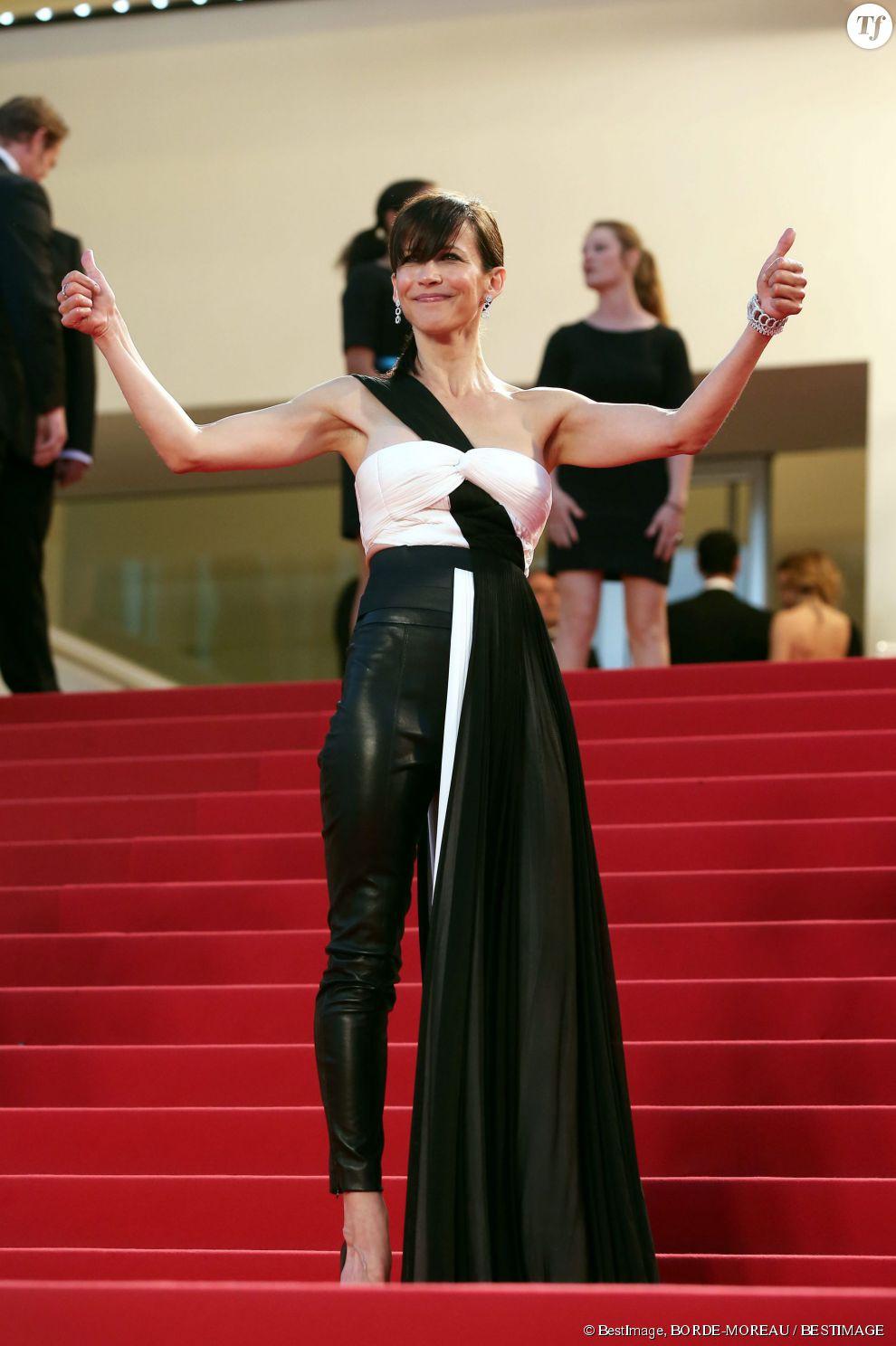 Par sûreté, Sophie Marceau est passée à l'ensemble robe+ pantalon