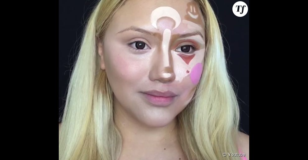 """Dans sa vidéo, BellaDeLune démontre que le """"clown contouring"""" donne les mêmes résultats qu'un contouring normal"""
