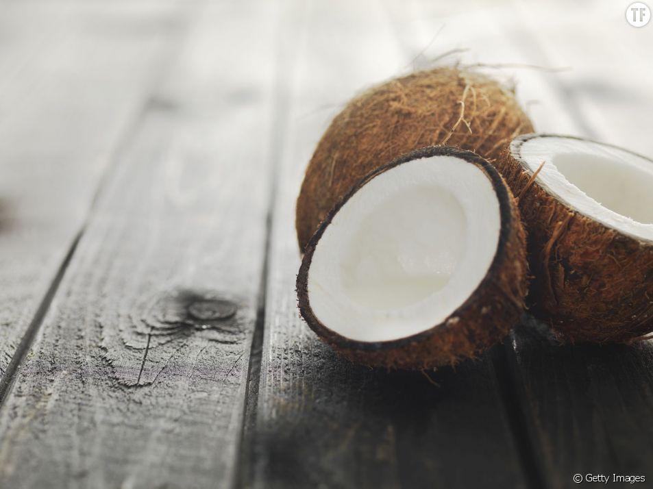 Faut-il remplacer notre dentifrice par de l'huile de coco ?