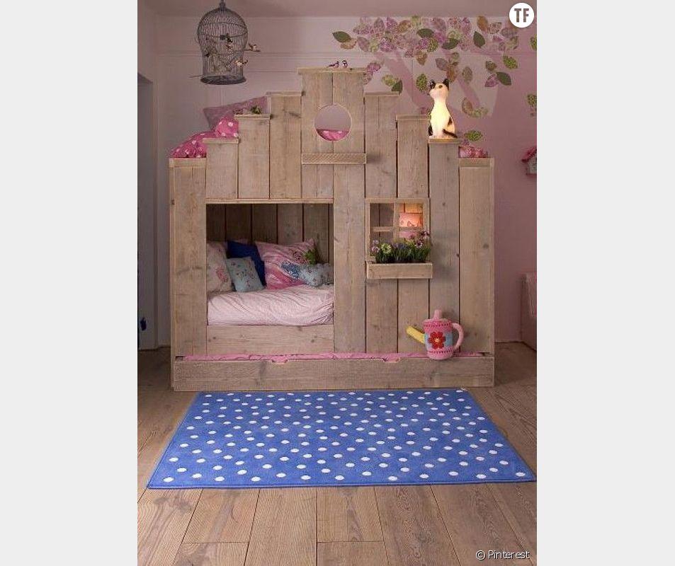 Dormir dans un lit cabane
