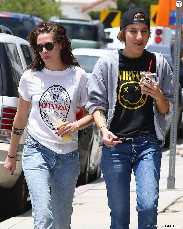 Kristen Stewart et Alicia Cargile dans les rues de Los Angeles en juin 2015