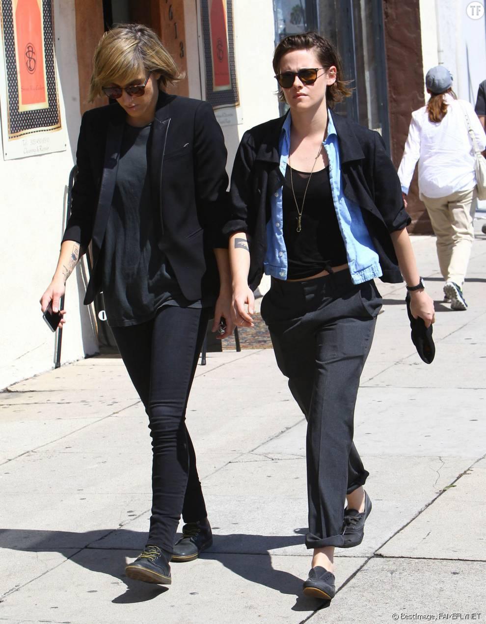 Kristen Stewart et Alicia Cargile dans les rues de Los Angeles en mars 2015