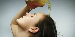 Pourquoi vous devriez vous laver les cheveux avec de la bière