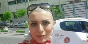 Cette Iranienne au crâne rasé se rebelle contre le port du voile