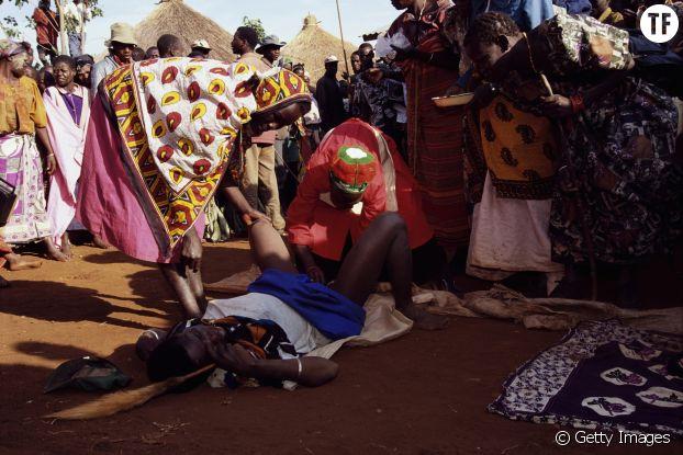 Une scène d'excision en Ouganda
