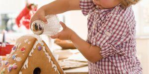 DIY de Noël : comment faire une maison en pain d'épice avec un enfant