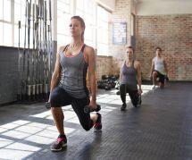 5 exercices pour muscler ses fesses avec des haltères