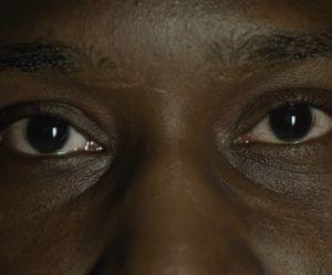 """""""Un regard, un espoir"""" : la vidéo émouvante qui regarde le cancer dans les yeux"""
