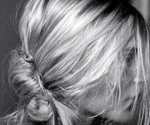 Le chignon banane : la coiffure la plus tendance du printemps selon Pinterest
