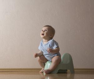 6 signes que votre bébé est prêt à aller sur le pot