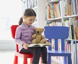 Ces peluches font des soirées-pyjama pour encourager les enfants à lire