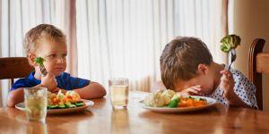 Pourquoi les enfants rechignent à manger ce qu'on leur sert (et comment y remédier)