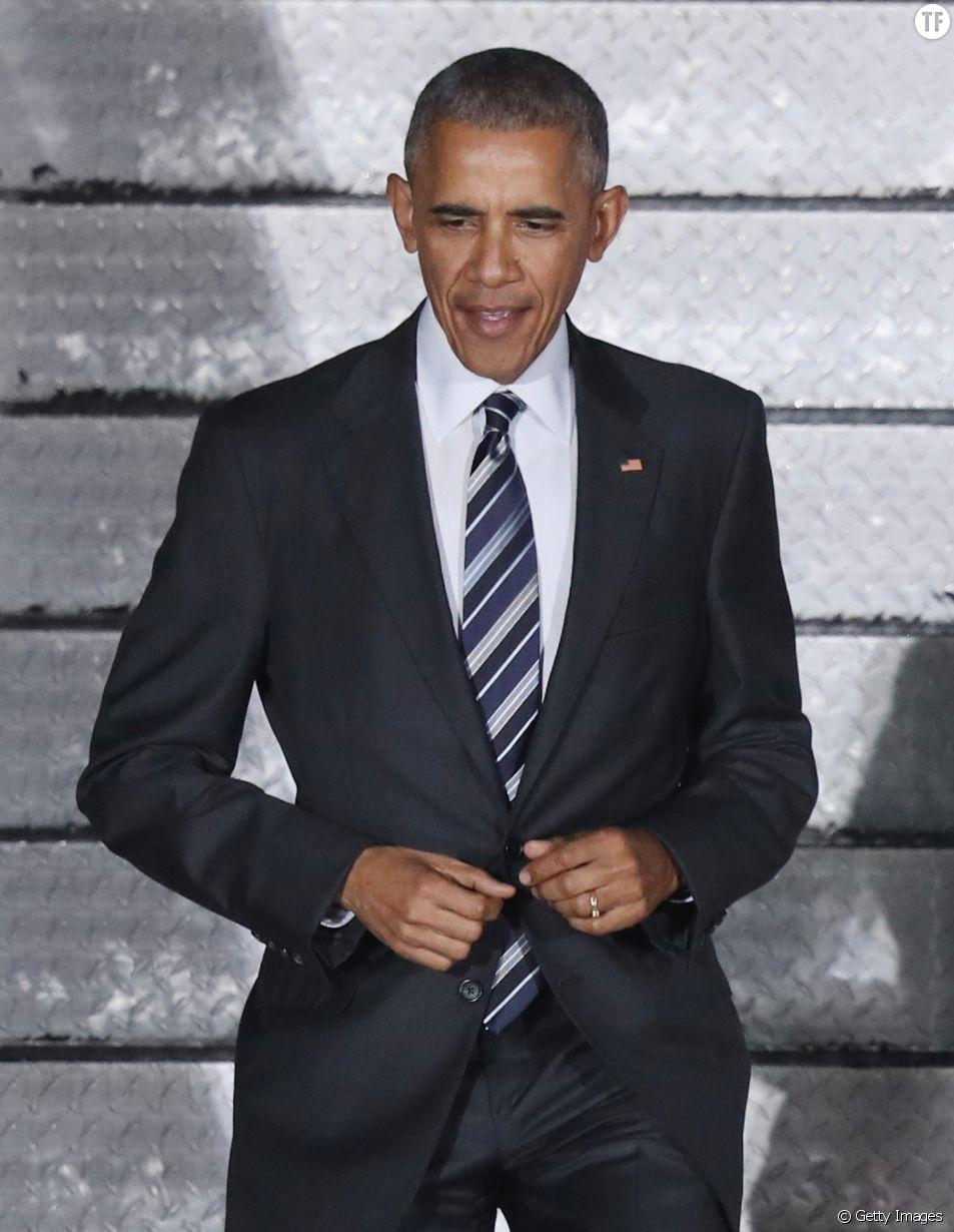 Barack Obama ne ferme que le premier bouton de sa veste