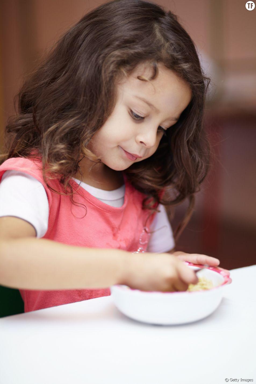 Des raviolis en boite en guise de déjeuner dans une école de Gironde