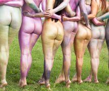 Ces femmes nues et pailletées célèbrent la diversité du corps féminin