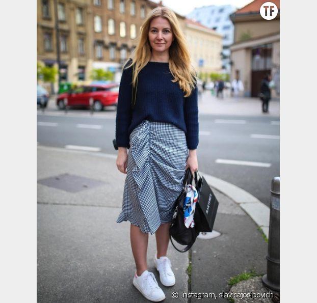 L'imprimé vichy sur une jupe mi-longue