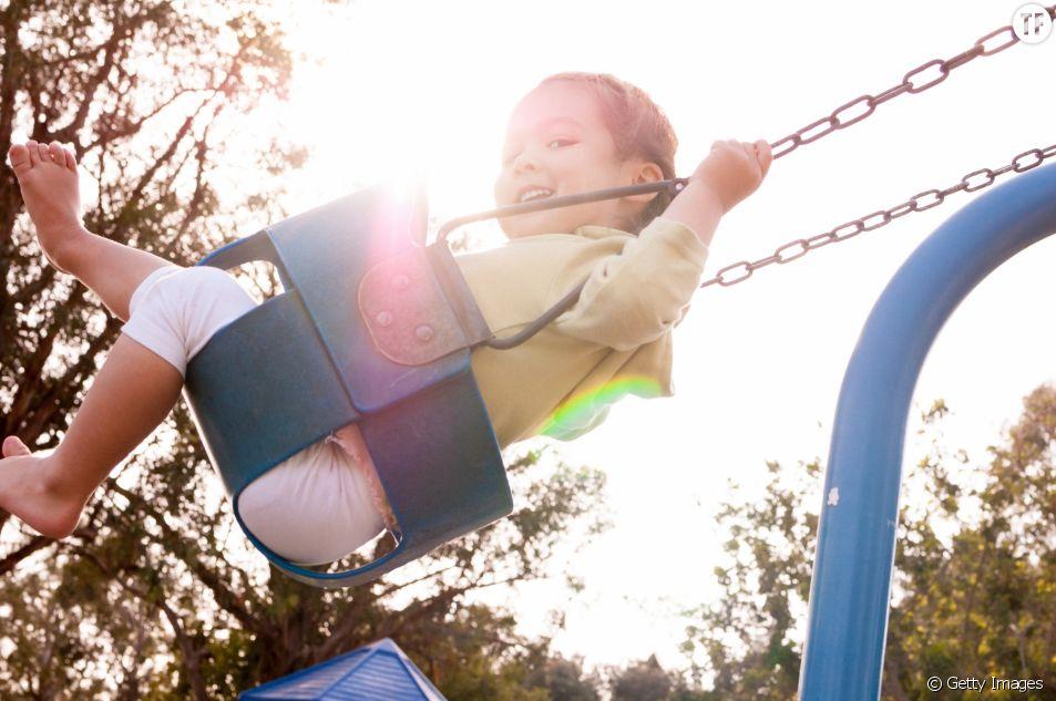 Faire de la balançoire serait bon pour les enfants