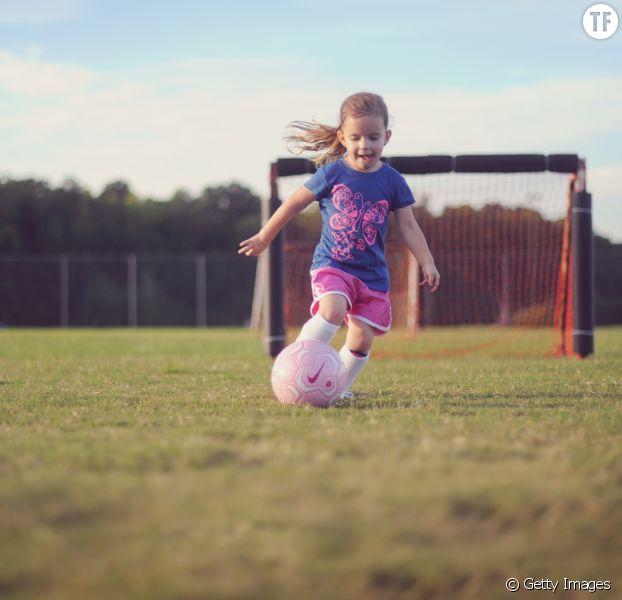 Pourquoi vous devriez inscrire votre fille au foot