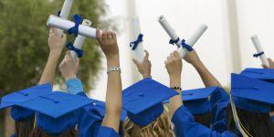 """Des étudiantes en médecine priées de porter un """"joli décolleté"""" pour la remise des diplômes"""