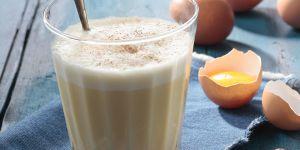 La recette du lait de poule au miel et à la cannelle