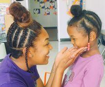 La jolie raison pour laquelle cette institutrice s'est coiffée comme son élève