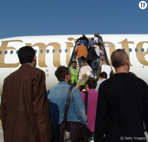 Cette femme a été éjectée d'un avion à cause de ses douleurs menstruelles