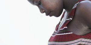 Au Ghana, des femmes prennent des pilules pour accoucher d'un bébé à la peau claire