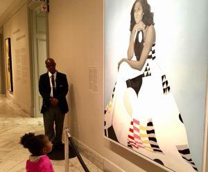 Cette petite fille subjuguée par un tableau de Michelle Obama a fait fondre la planète