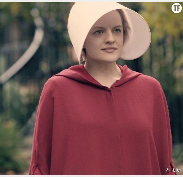 Offred (Elisabeth Moss) dans The Handmaid's tale