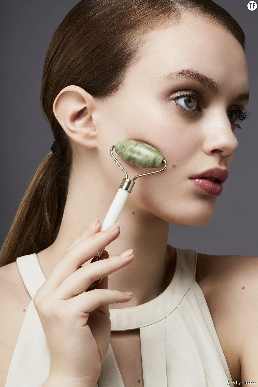 Le rouleau de jade a été adopté par toutes les beautistas.