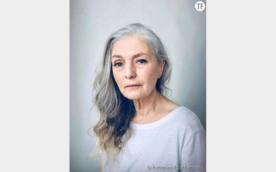 Voici un mannequin de l'agence Oldushka.