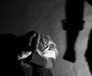 Violences conjugales : l'ex-compagne d'un footballeur raconte son cauchemar