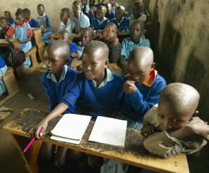 Au Kenya, des cours pour apprendre aux garçons à intervenir en cas d'agression sexuelle