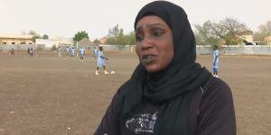 Elle devient la première femme arabe à entraîner une équipe de foot masculine