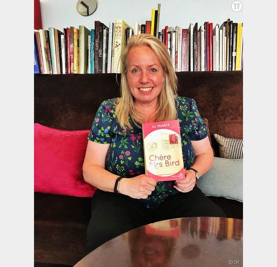 """Rencontre avec AJ Pearce, auteure du roman britannique """"Chère Mrs Bird"""""""