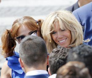 Brigitte Macron pose pour une photo lors du 14 juillet 2017