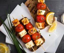 La recette des brochettes végétariennes tomates-halloumi