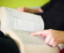 """""""Grossophobie"""", """"écriture inclusive"""" : les petites victoires du dictionnaire"""