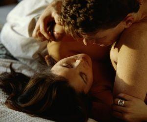 Comment utiliser un oreiller pour pimenter votre vie sexuelle